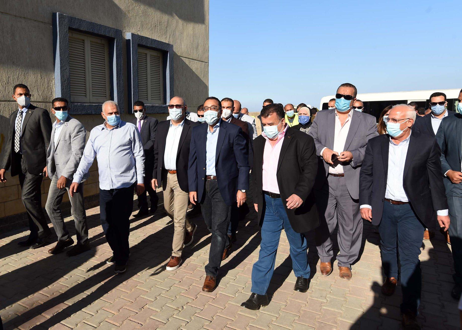 رئيس الوزراء يتفقد مشروع الإسكان الاجتماعي ببور فؤاد