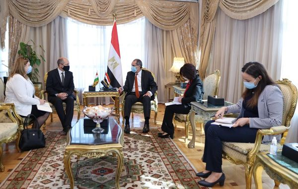 الدكتور عمرو طلعت وزير الاتصالات وتكنولوجيا المعلومات يبحث مع سفير جمهورية المجر بالقاهرة