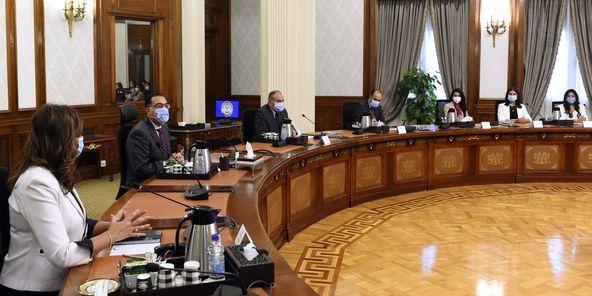 رئيس الوزراء يلتقي بمجموعة من الشباب المصريين الدارسين بالخارج