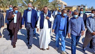 Photo of وزير الزراعة ومحافظ مطروح يجتمعان مع عمد وعواقل سيوة ويبحثا آفاق التنمية في مطروح