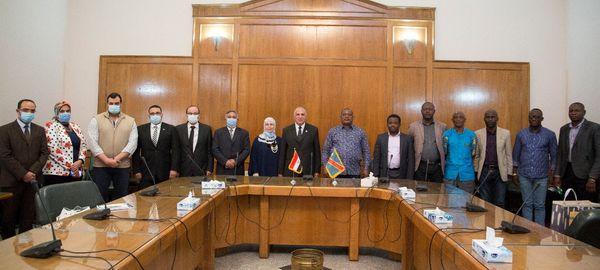 عبد العاطي يعقد جلسة ختاميه مع وزير البيئة والتنمية المستدامة الكونغولى والوفد المرافق فى ختام زيارته لمصر.