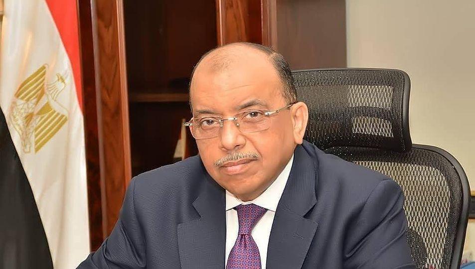 وزير التنمية المحلية يتلقي تقريراً من غرفة العمليات لمتابعة جهود المحافظات في رفع تراكمات مياه الأمطار
