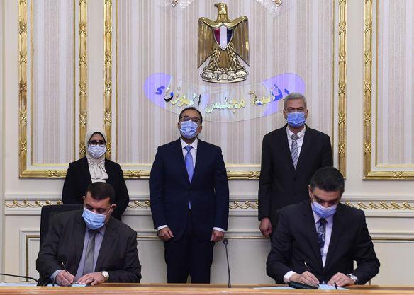 رئيس الوزراء يشهد توقيع بروتوكول تعاون بشأن تنظيم الشراء الموحد للأجهزة والمستلزمات والأدوية