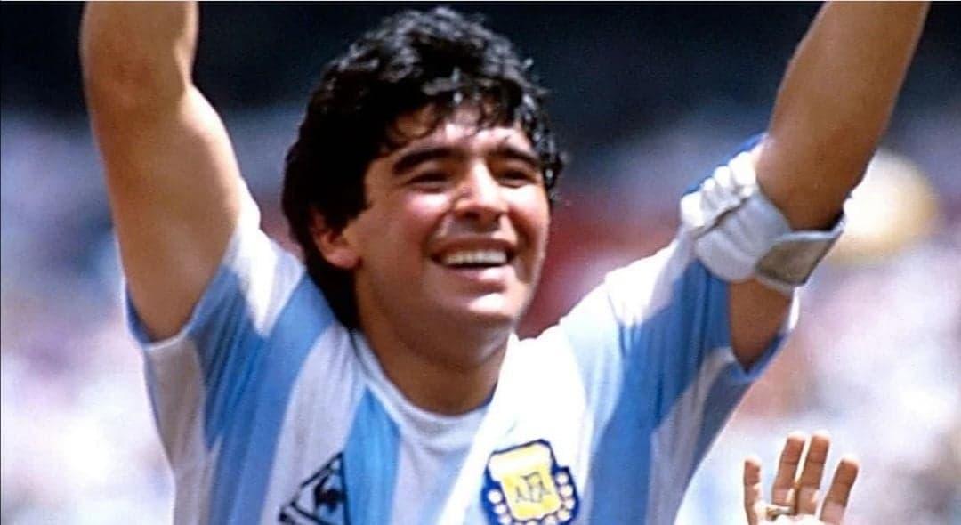 """نابولي تبكي لرحيل معشوقها """"مارادونا"""" وحداد رسمي في الأرجنتين"""