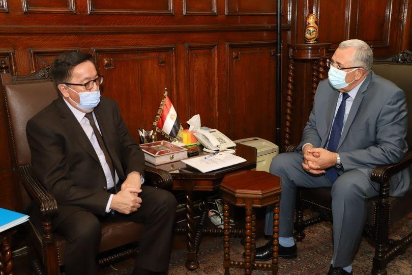 وزير الزراعة يبحث مع سفير كازاخستان تعميق وزيادة التعاون الزراعي بين البلدين