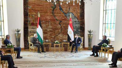 Photo of الرئيس يبحث مع الرئيس الفلسطيني مستجدات القضية الفلسطينية وعملية السلام في الشرق الأوسط.