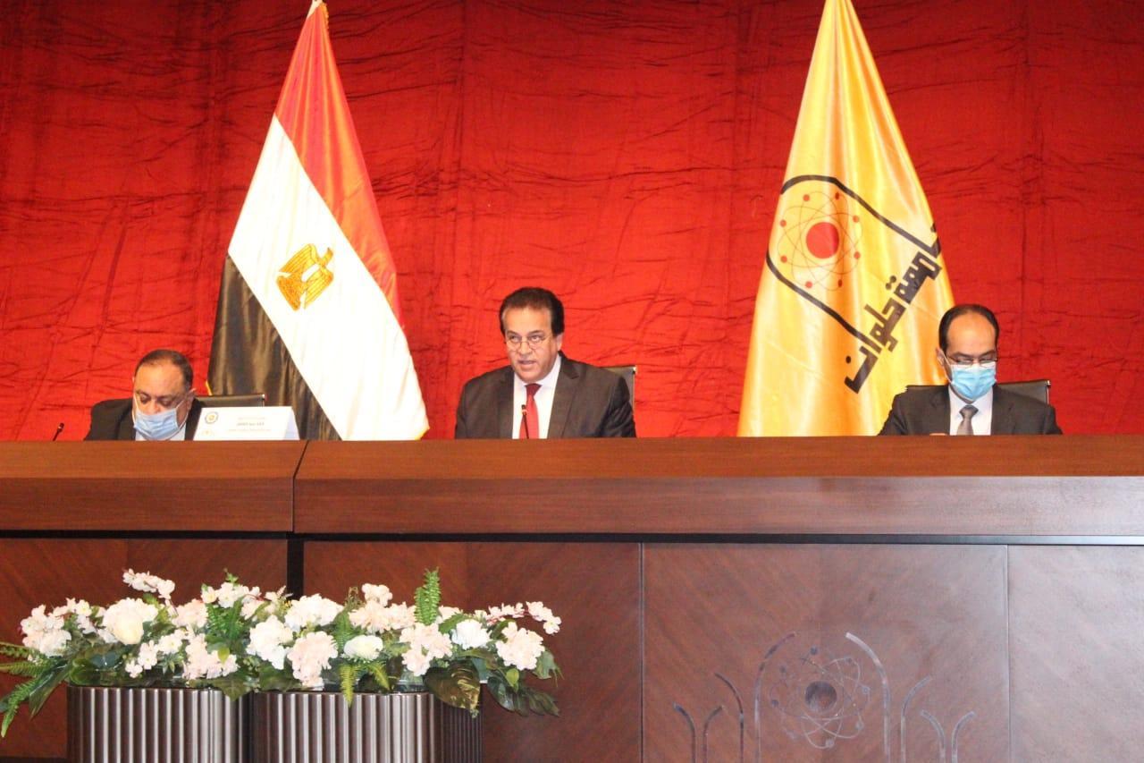 وزير التعليم العالي يؤكد على الالتزام بانتظام الدراسة وأعمال الامتحانات والإجراءات الاحترازية ومعاقبة المخالفين خلال اجتماع المجلس الأعلى للجامعات