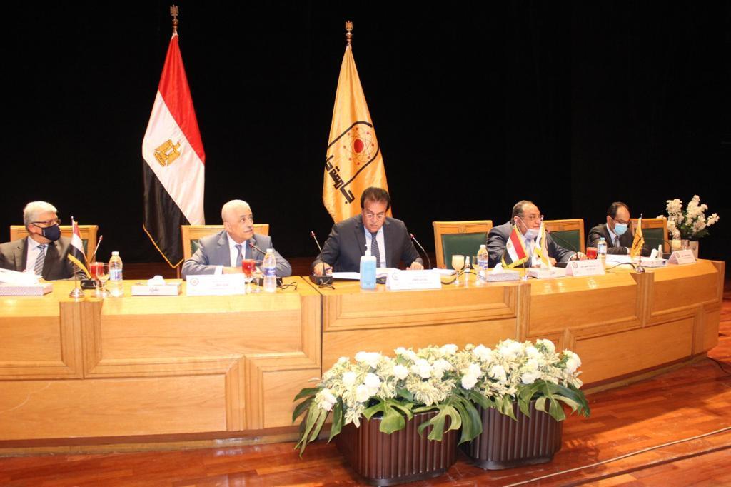 وزير التعليم العالي والبحث العلمي يرأس اجتماع مجلس شئون التعليم والطلاب