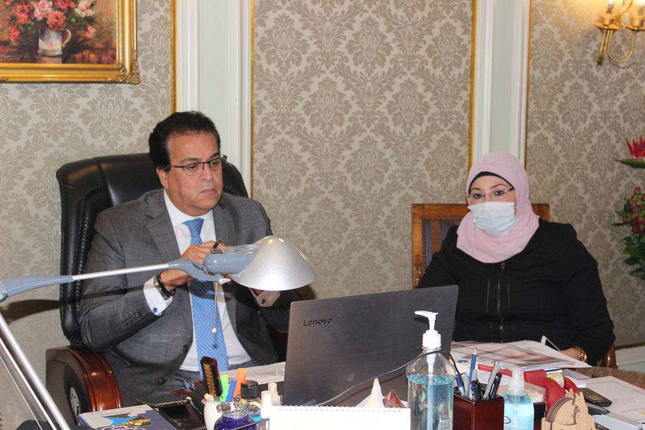 د. عبدالغفار يعلن عن 50 منحة دراسية للجانب العراقي والاعتراف بالجامعات الحكومية في البلدين د. نبيل كاظم يوجه دعوة لإنشاء جامعة مصرية بالعراق