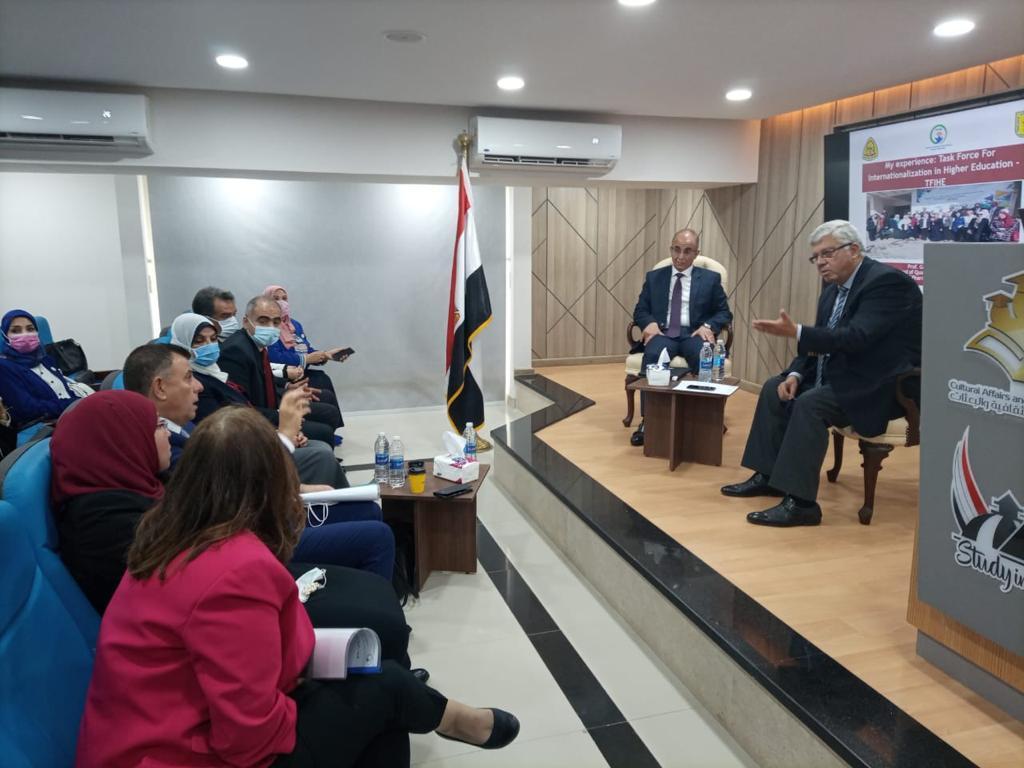 التعليم العالي تنظم الحفل الختامي لخريجي مسئولي التدويل بالجامعات المصرية