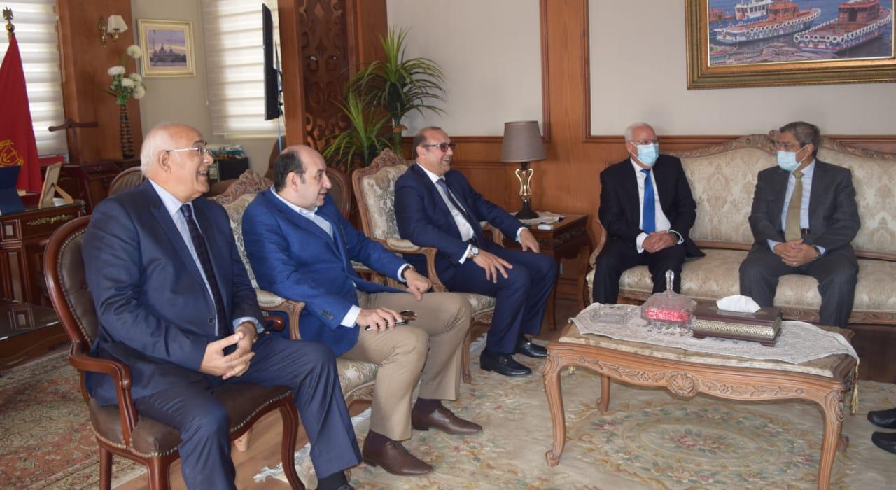 محافظ بورسعيد يستقبل رئيس اتحاد الغرف التجارية لمناقشة تسهيلات جديدة للمستثمرين