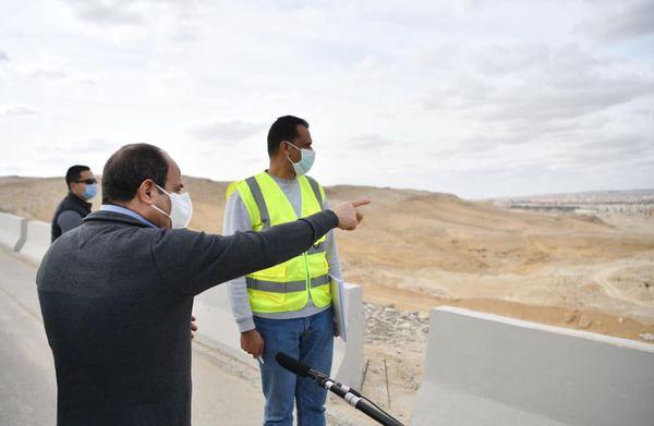 الرئيس يتفقد بعد ظهر اليوم الجمعة مشروعات الشبكة القومية للطرق والمحاور بمحافظة القاهرة والجيزة.