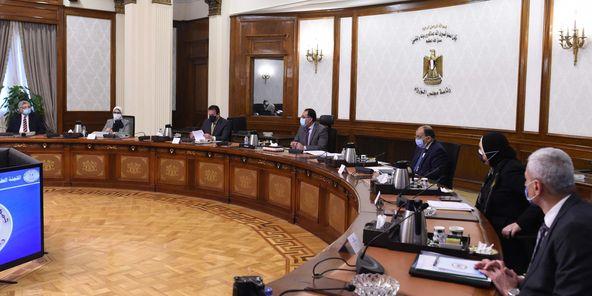 """رئيس الوزراء يشدد على ضرورة الاستمرار في تطبيق الإجراءات الاحترازية لمواجهة فيروس""""كورونا"""""""