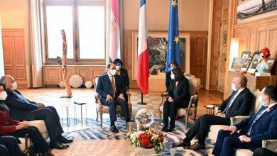 """Photo of """"التقى السيد الرئيس عبد الفتاح السيسي بعد ظهر اليوم مع السيدة آن هيدالجو عمدة باريس، وذلك في مقر عمودية باريس""""."""