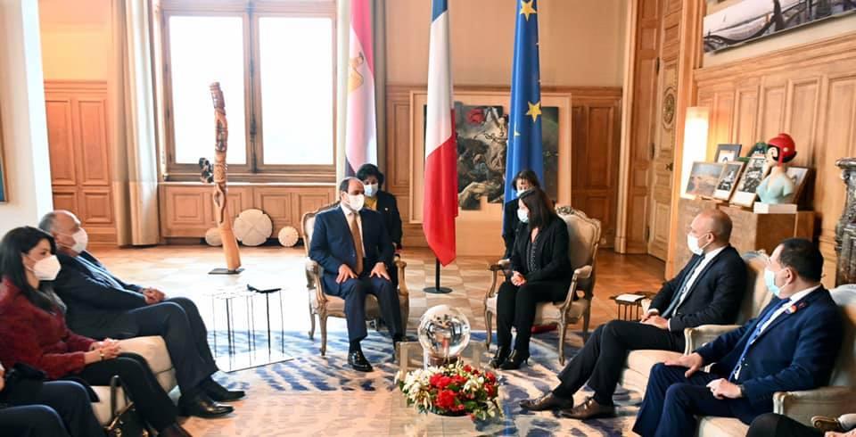 """""""التقى السيد الرئيس عبد الفتاح السيسي بعد ظهر اليوم مع السيدة آن هيدالجو عمدة باريس، وذلك في مقر عمودية باريس""""."""