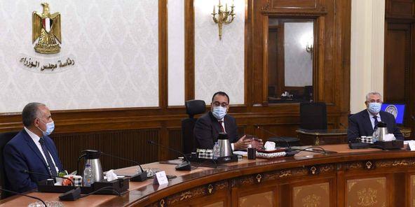رئيس الوزراء يتابع عددا من المشروعات الزراعية وتبطين الترع والري الحديث