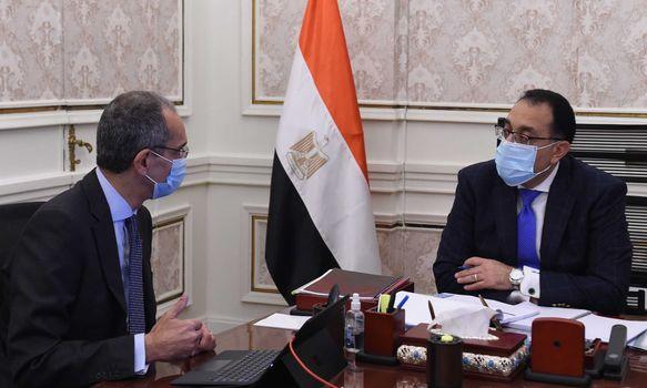 رئيس الوزراء يتابع مع وزير الاتصالات ملفات عمل الوزارة