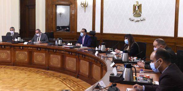 رئيس الوزراء يستعرض ملفات عمل وزارة الطيران المدني خلال 2020