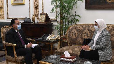 Photo of رئيس الوزراء يُتابع مع وزيرة الصحة نتائج زيارتها الأخيرة إلى الإمارات .. وخطة توزيع لقاح كورونا