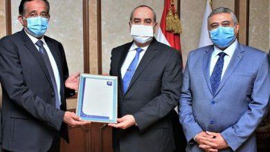 Photo of وزير الطيران المدني يتسلم تجديد اعتماد شهادة الأيزو 2015:9001 لسلطة الطيران المدني المصرية