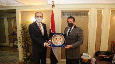 Photo of وزير التعليم العالي يبحث آليات التعاون العلمى والتكنولوجى مع بيلاروسيا