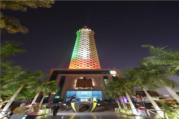 برج القاهرة يضيئ بعلم دولة الإمارات بالتزامن مع زيارة ولي عهد أبو ظبي