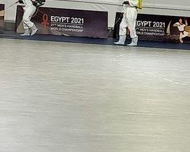 Photo of وزير الرياضة يتابع مع غرفة العمليات تعقيم وتطهير الصالات المغطاة