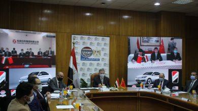 """Photo of وزير قطاع الأعمال العام يشهد توقيع اتفاقية تصنيع السيارة """"نصر"""" الكهربائية بالتعاون مع دونج فنج الصينية"""