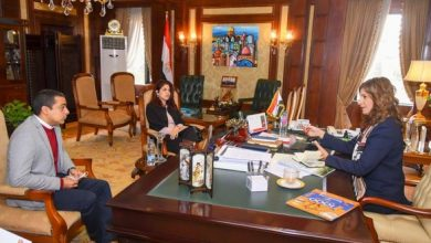 """Photo of وزيرة الهجرة تتفق مع مغنيين مصريين بالخارج لإطلاق الأغنية الرسمية لـ """"اتكلم عربي"""""""