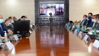 Photo of وزيرا التنمية المحلية والإسكان وعدد من المحافظين ونائب رئيس الهيئة الهندسية يناقشون الضوابط والاشتراطات التخطيطية والبنائية للمدن المصرية
