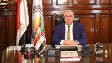Photo of وزير الزراعة: يشيد بمبادرة البنك الزراعي بتسوية ديون الفلاحين المتعثرين