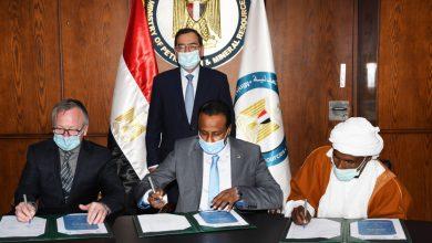 Photo of وزير البترول والثروة المعدنية يشهد توقيع 10 عقود جديدة للبحث عن الذهب باستثمارات أكثر من 11 مليون دولار