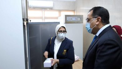 Photo of رئيس الوزراء يشهد بدء تطعيم أصحاب الأمراض المزمنة وكبار السن بالجرعة الأولى من لقاحات فيروس كورونا بالقطامية