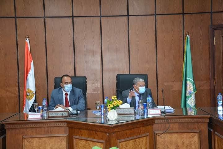 محافظ المنيا يناقش مع نواب البرلمان عددا من المشكلات ويوجه بالتنسيق لحلها
