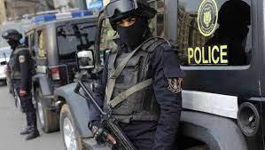 Photo of القبض على تشكيل عصابي من بينهم شخص يحمل جنسية اجنبية