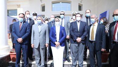 Photo of وزيرة الصحة تشهد تطعيم المرشدين بقناة السويس بلقاح فيروس كورونا