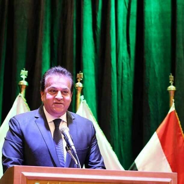 وزير التعليم العالي يتلقى تقريرًا حول مشروع تأهيل المعامل بالجامعات المصرية للاعتماد الدولي