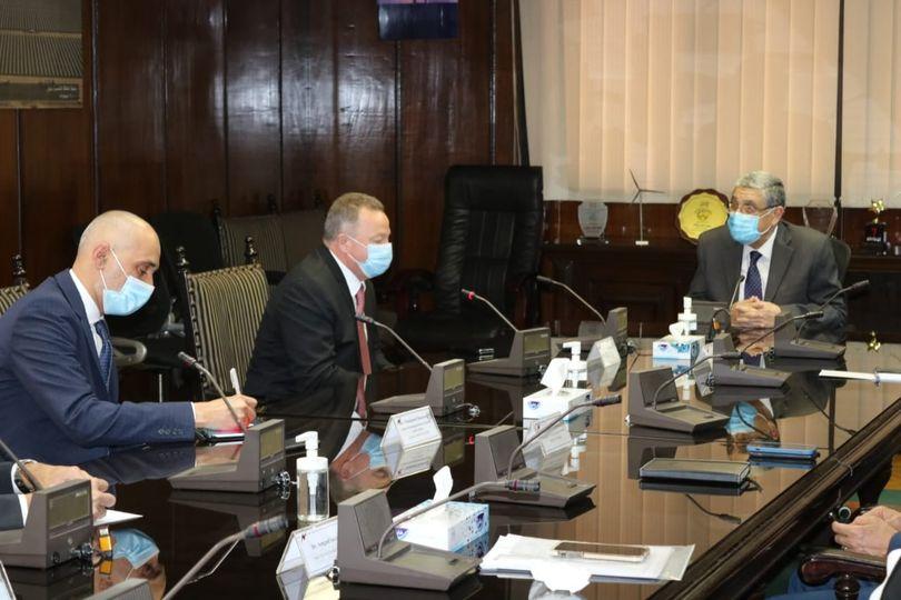 وزير الكهرباء والطاقة المتجددة يستقبل نائب رئيس شركة هيتاشى اى.بى.بى، لشبكات الكهرباء