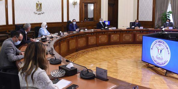 """رئيس الوزراء يتابع جهود توفير لقاحات """"كورونا"""" للمواطنين"""