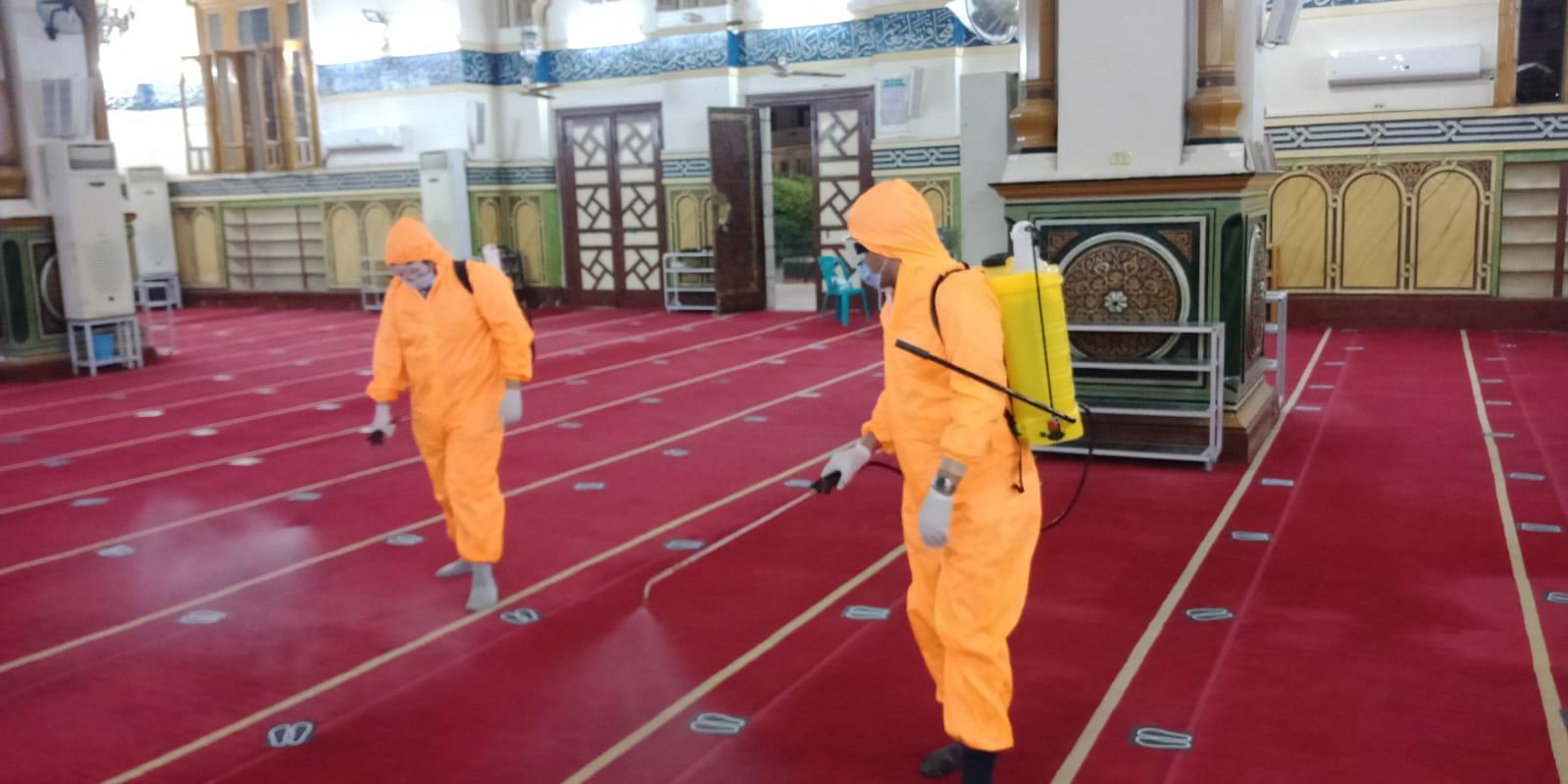 الهلال الأحمر المصري يجري أكبر عملية تعقيم للمساجد في ١٠ محافظات