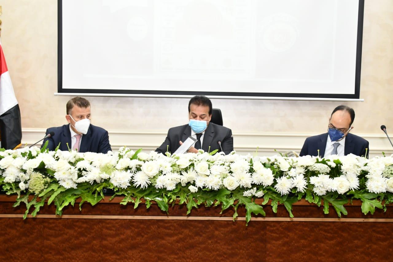 وزير التعليم العالي يرأس اجتماع المجلس الأعلى للجامعات