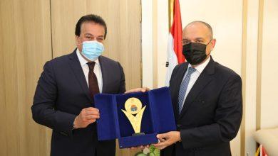 Photo of وزير التعليم العالى يبحث سبل دعم علاقات التعاون العلمى مع الأردن