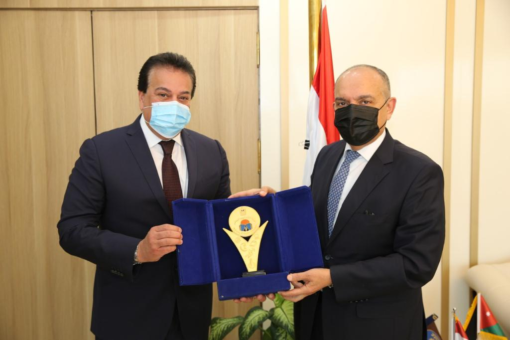 وزير التعليم العالى يبحث سبل دعم علاقات التعاون العلمى مع الأردن