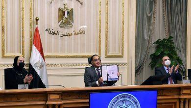 """Photo of رئيس الوزراء و""""لي يونج"""" المدير العام لمنظمة """"اليونيدو"""" يوقعان على """"برنامج الشراكة مع الدولة"""""""