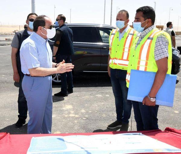 قام السيد الرئيس عبد الفتاح السيسي بعد ظهر اليوم الجمعة بجولة تفقدية لبعض قطاعات الطريق الدائري الأوسطي