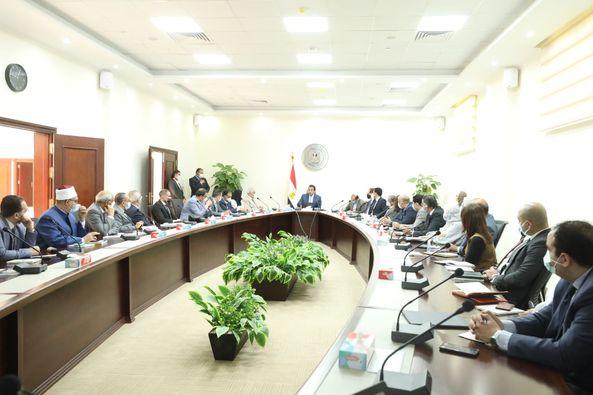 وزير التعليم العالي يترأس الاجتماع التنسيقى الأول لتنفيذ التكليفات الرئاسية لتطوير منظومة الطلاب الوافدين