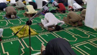 Photo of خلال صلاة التراويح روَّاد المساجد يظهرون وعيًا غير مسبوق