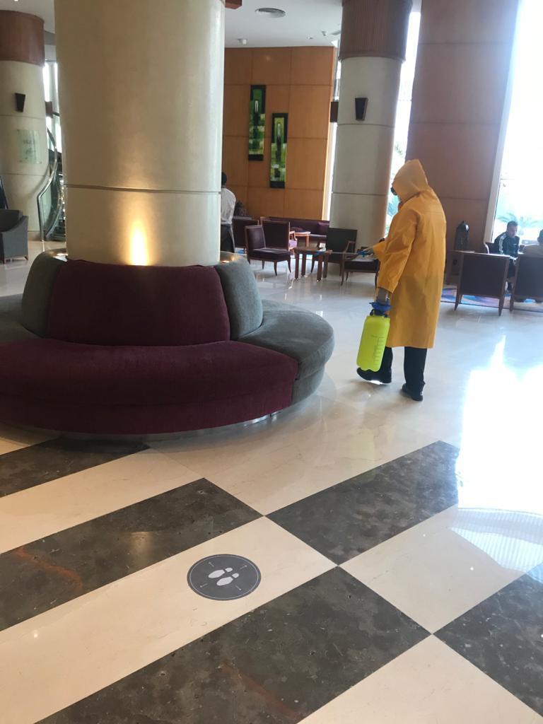 تقوم وزارة السياحة والآثار بالاستمرار في إيفاد لجان تفتيش سرية على الفنادق والمطاعم والكافيتريات السياحية على مستوى الجمهورية