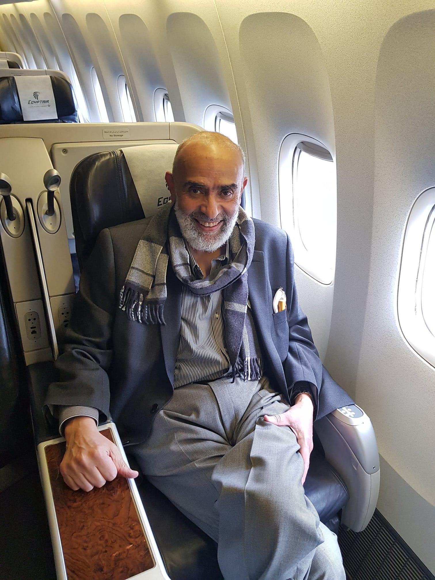 وصول رجل الأعمال أشرف السعد إلى مطار القاهرة