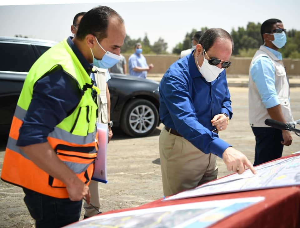 قام الرئيس عبد الفتاح السيسي اليوم الجمعة بجولة تفقدية لأعمال تطوير عدد من المحاور والطرق الجديدة بمنطقة شرق القاهرة